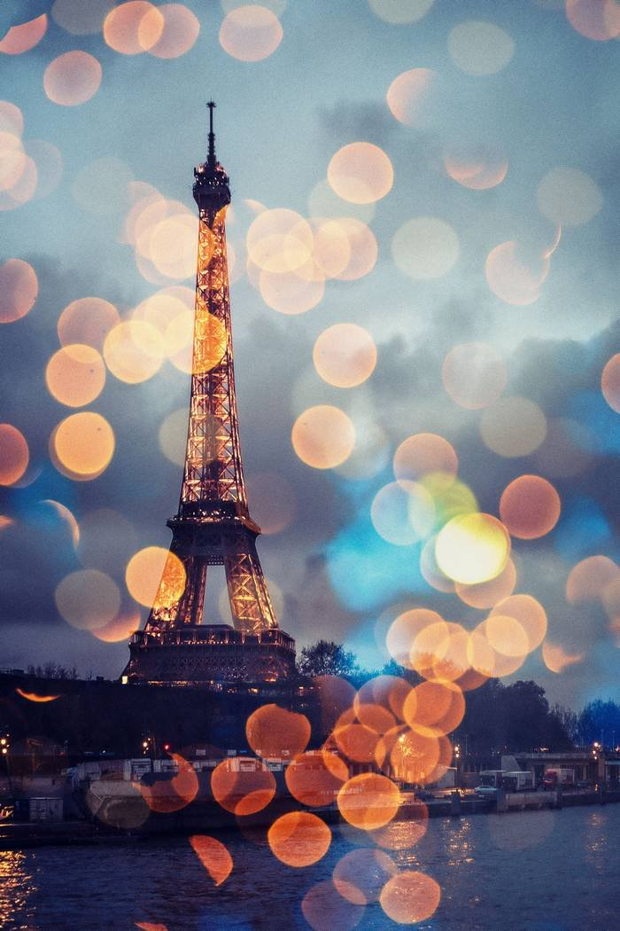 HOW TO PLAN A CHRISTMAS VACATION TO PARIS